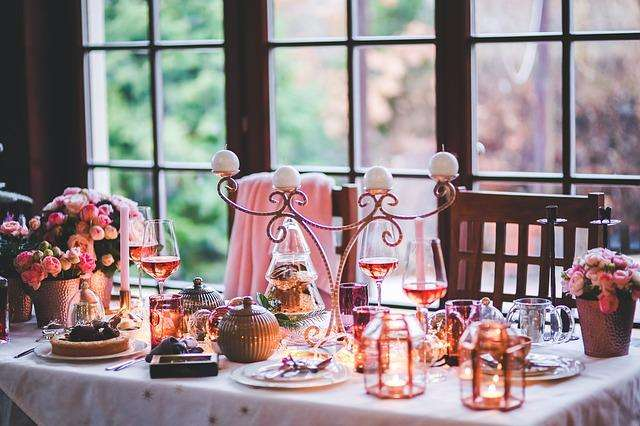 how to throw a special romantic dinner for two