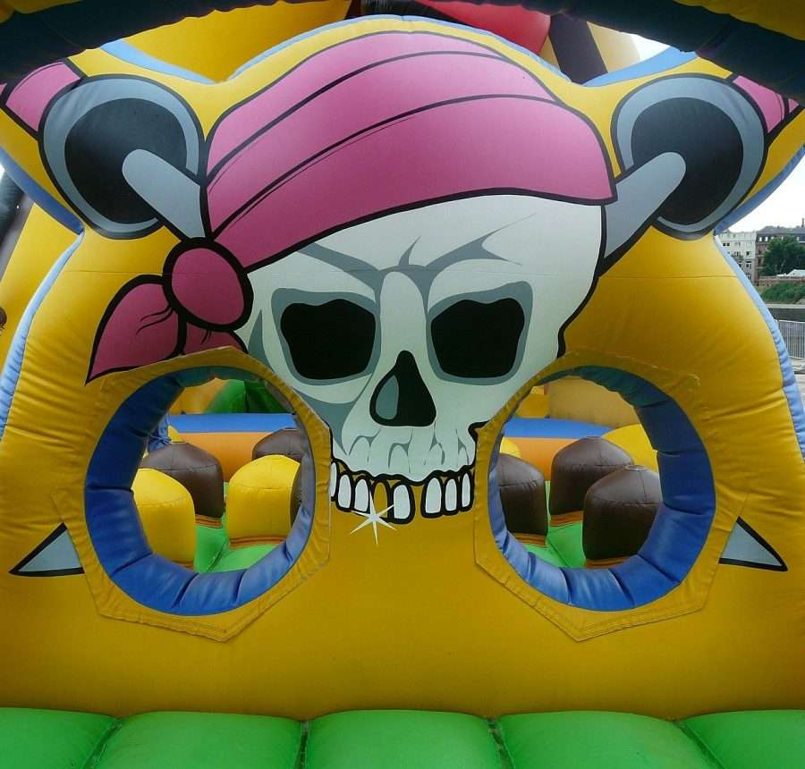 bouncy-castle-pirate