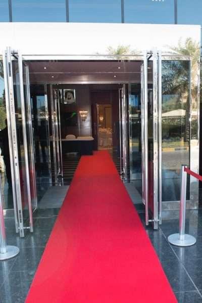 Door-entrance-red-carpet-rentals