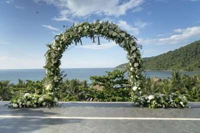 destination wedding-arch