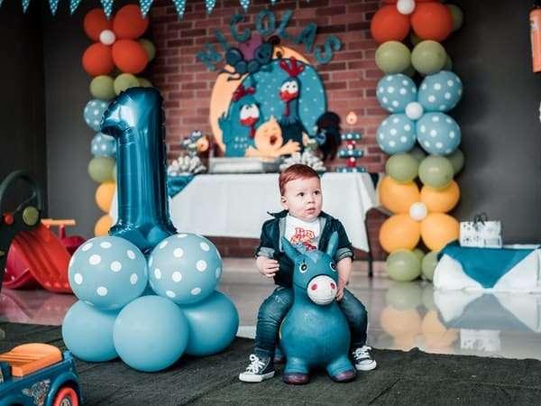 Miami balloon decorations-wall balloon