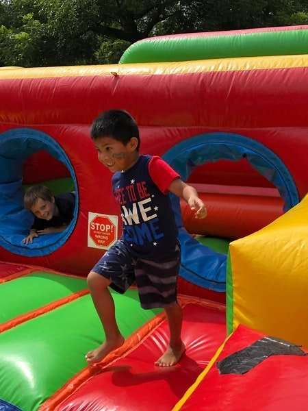 inflatable castle rentals-children playing